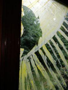 Zerschlagenes Fenster